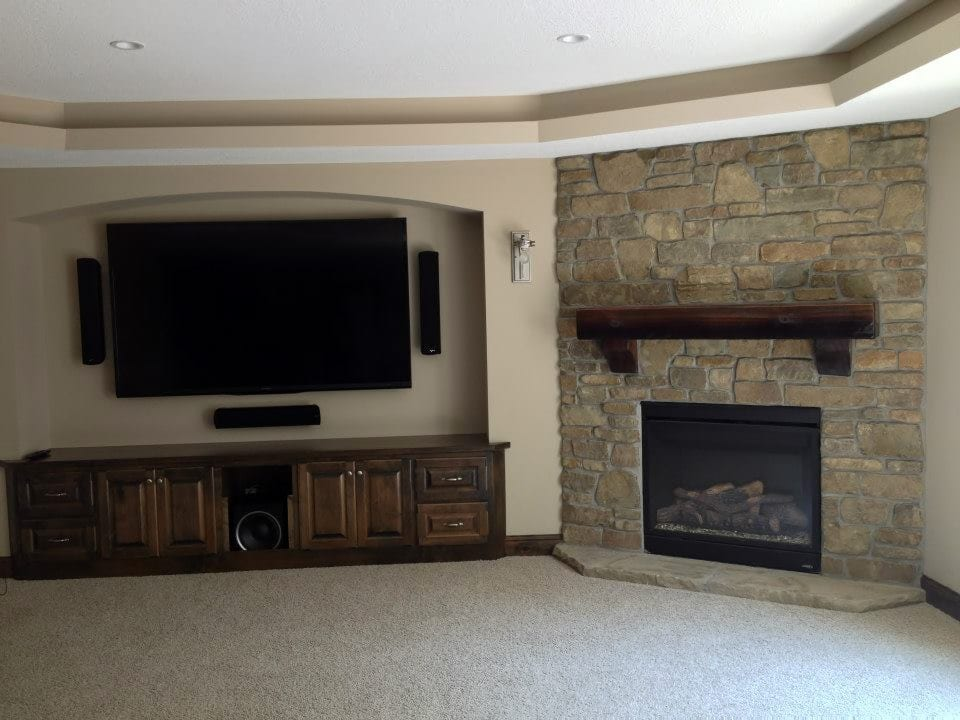 Rainier Natural Stone Veneer Family Room