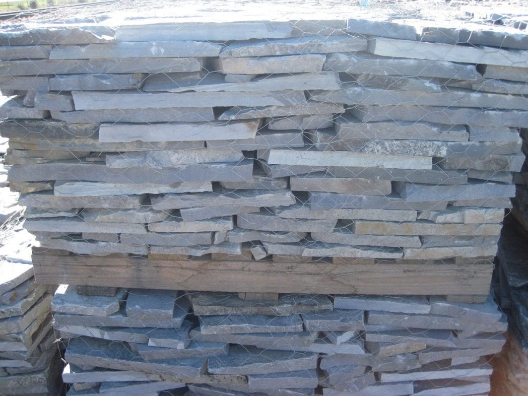 Glacier Ridge Natural Thin Stone Veneer Pallet (Side View)