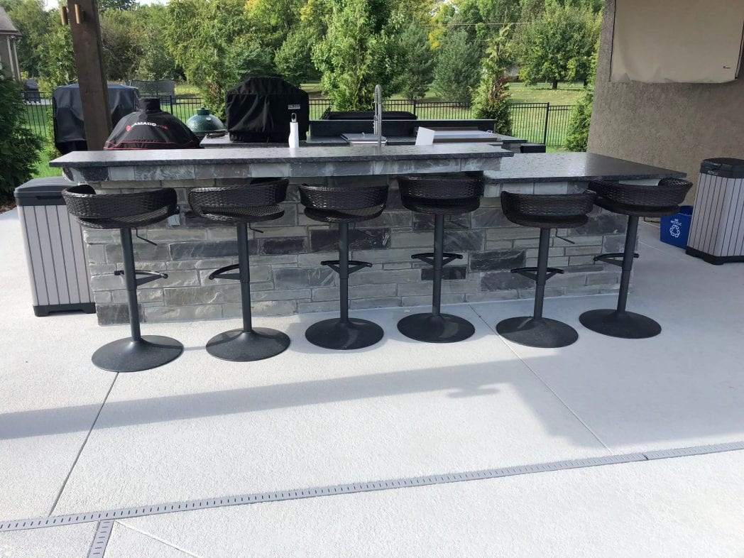 Outdoor Bar Charcoal Canyon Natural Thin Stone Veneer