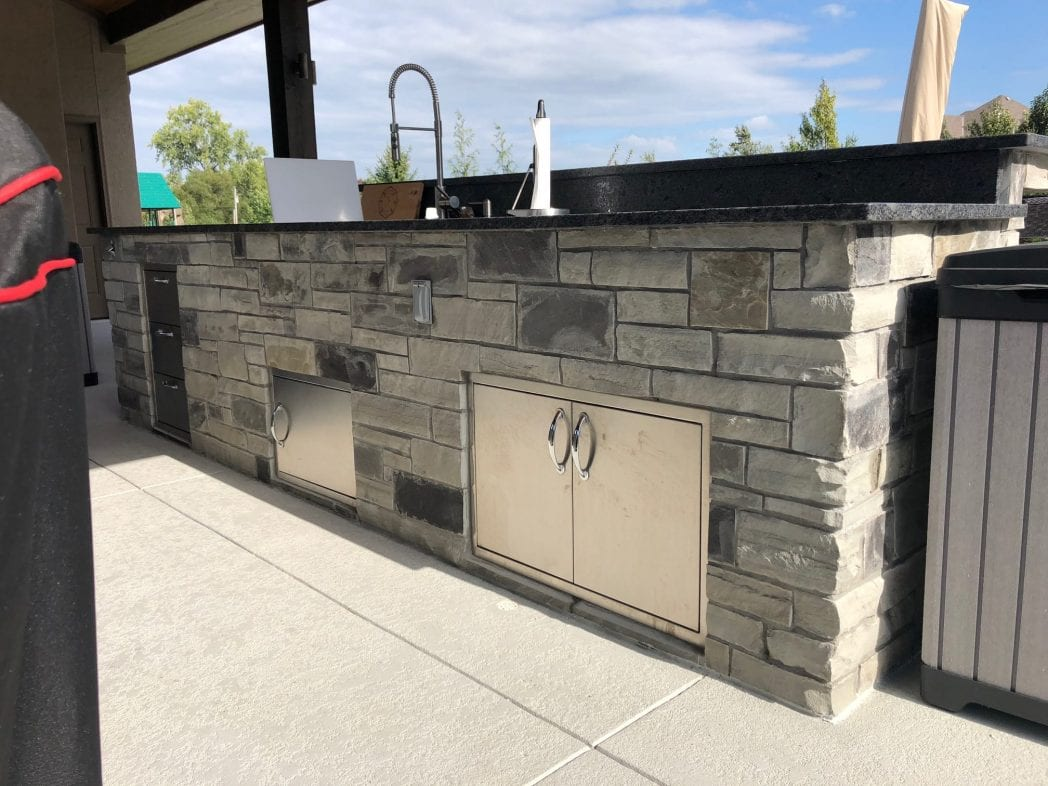 Outdoor Kitchen Charcoal Canyon Natural Thin Stone Veneer