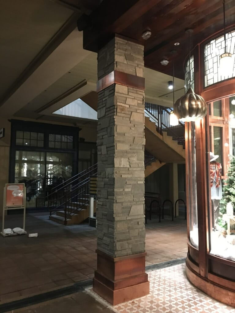 Ivory Ledge Real Stone Veneer Interior Columns