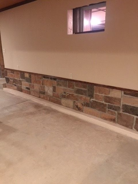 Branson Natural Stone Veneer Interior Wainscoting