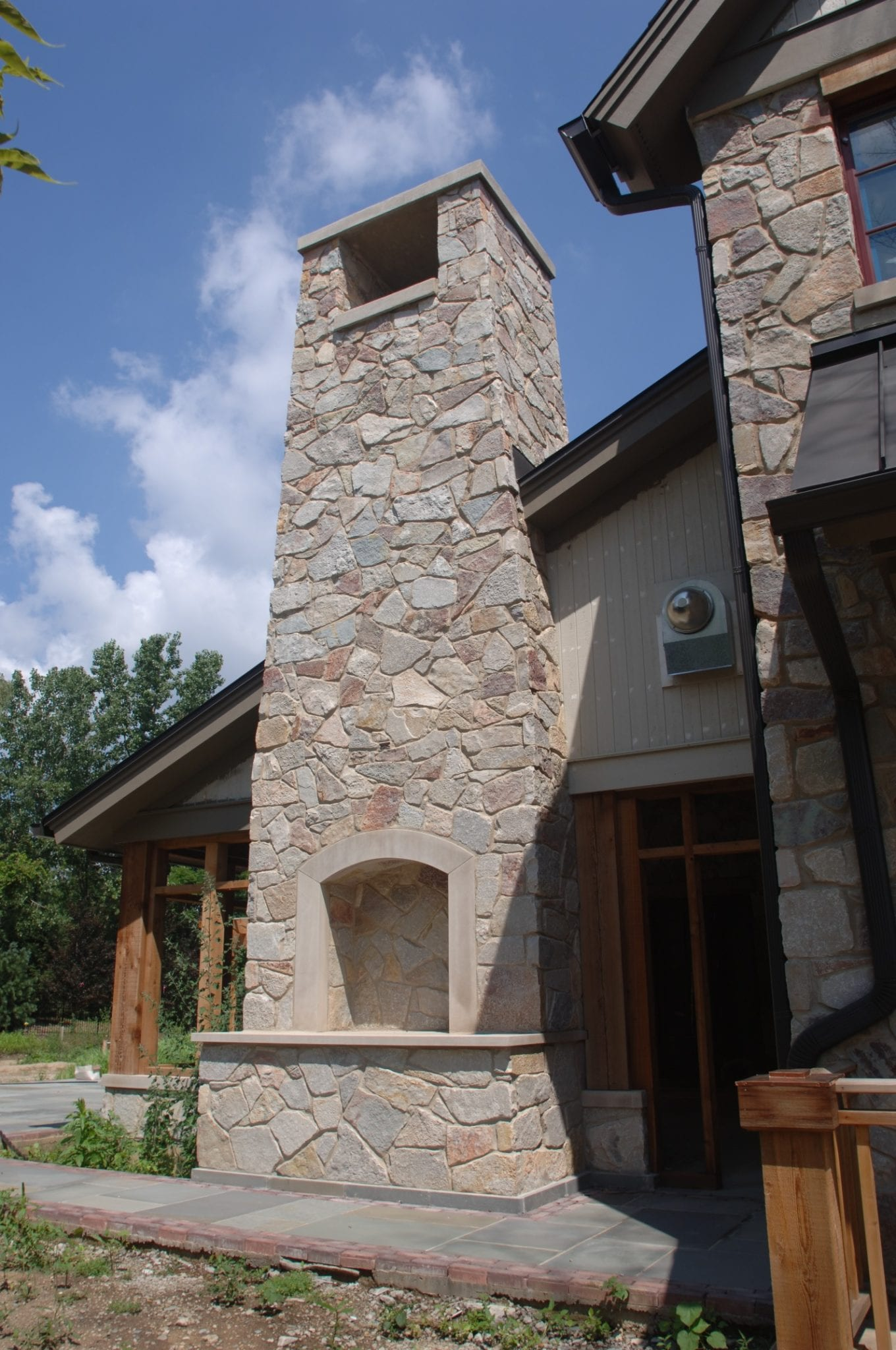 Geneva Mosaic Natural Thin Stone Veneer Chimney