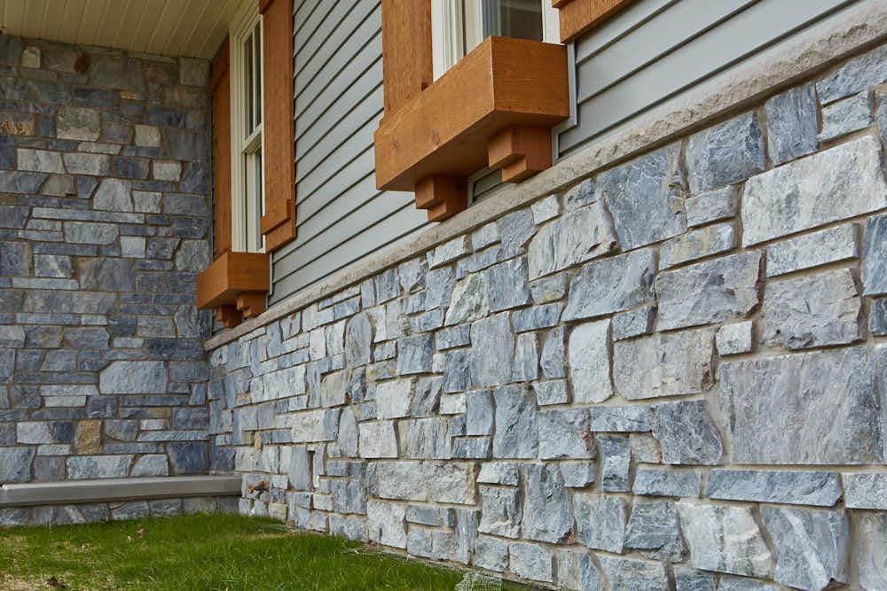 Chamberlain Natural Thin Stone Veneer Wainscoting
