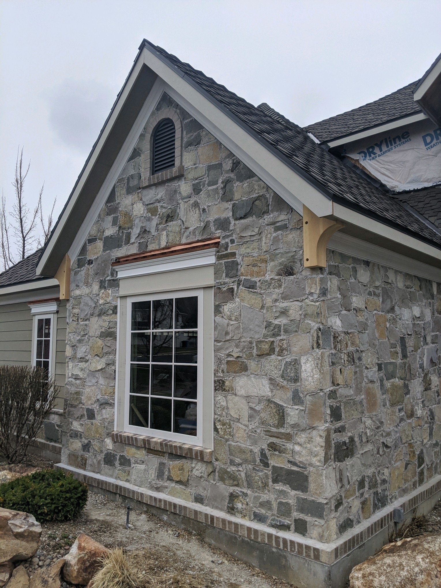 Olympia Fieldledge Style Natural Stone Veneer Exterior with Overgrout