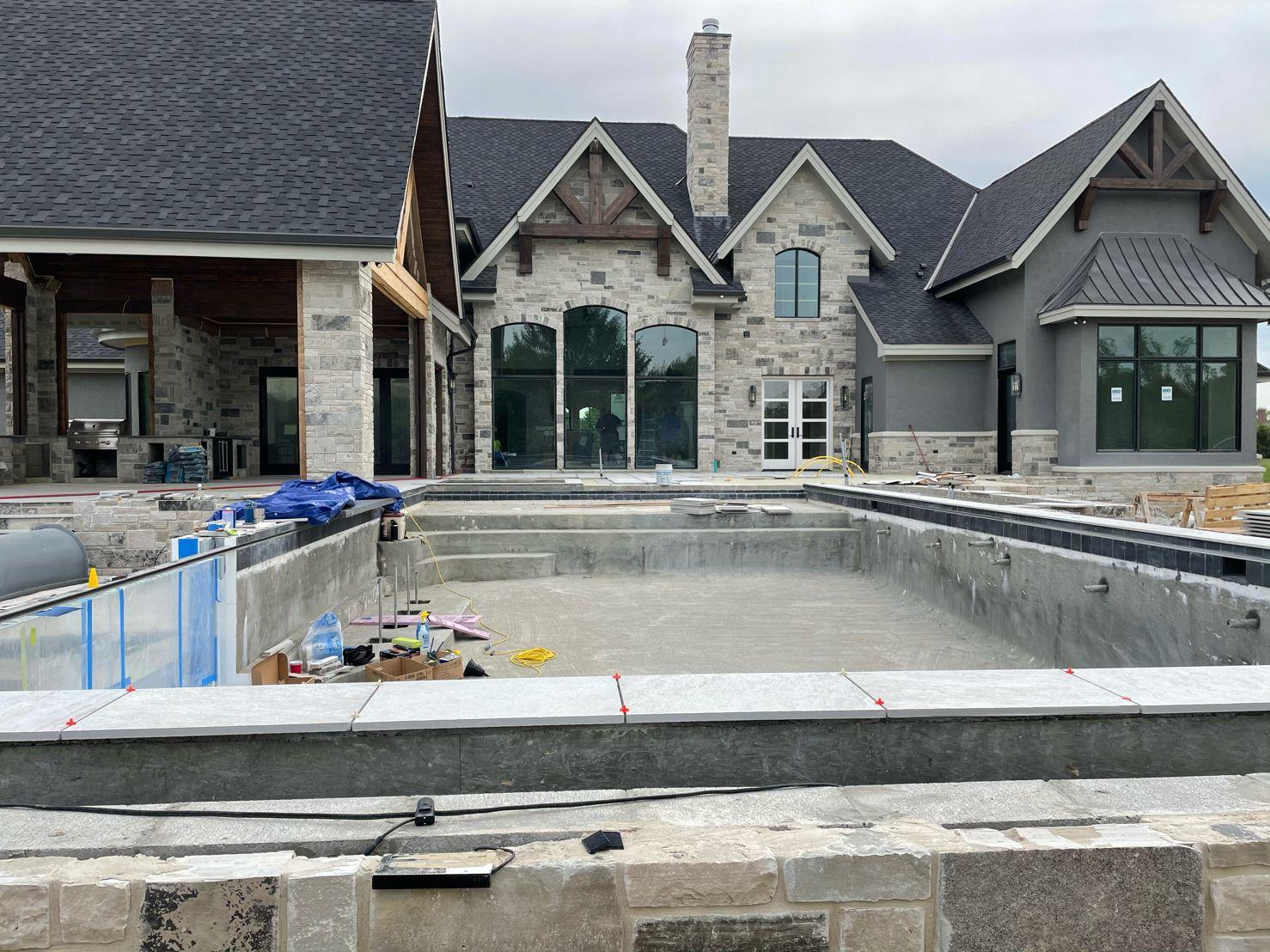 Graphite Natural Thin Stone Veneer Pool