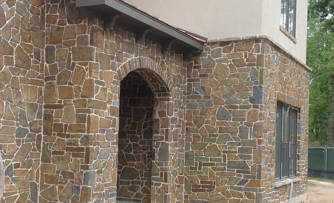 Cabernet Real Thin Stone Veneer with White Mortar