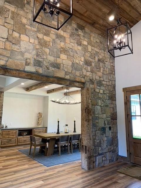 Breckenridge Ashlar Natural Thin Stone Veneer Interior Wall