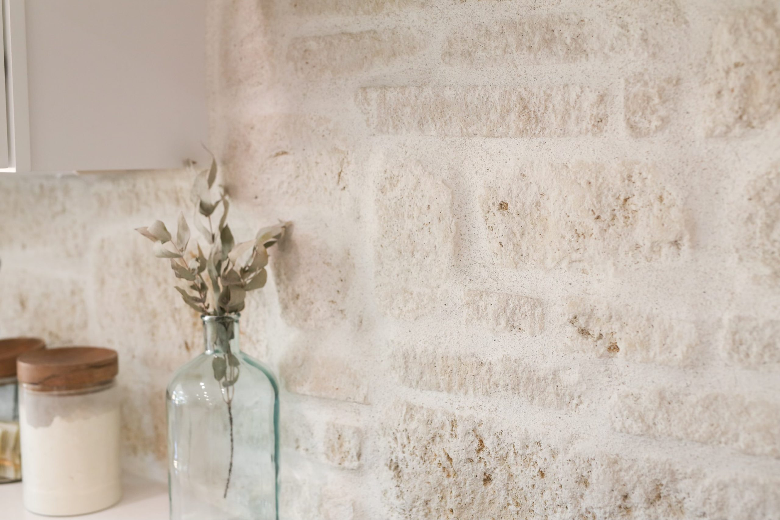 La Spezia Dimensional Tumbled Real Stone Veneer Interior Masonry