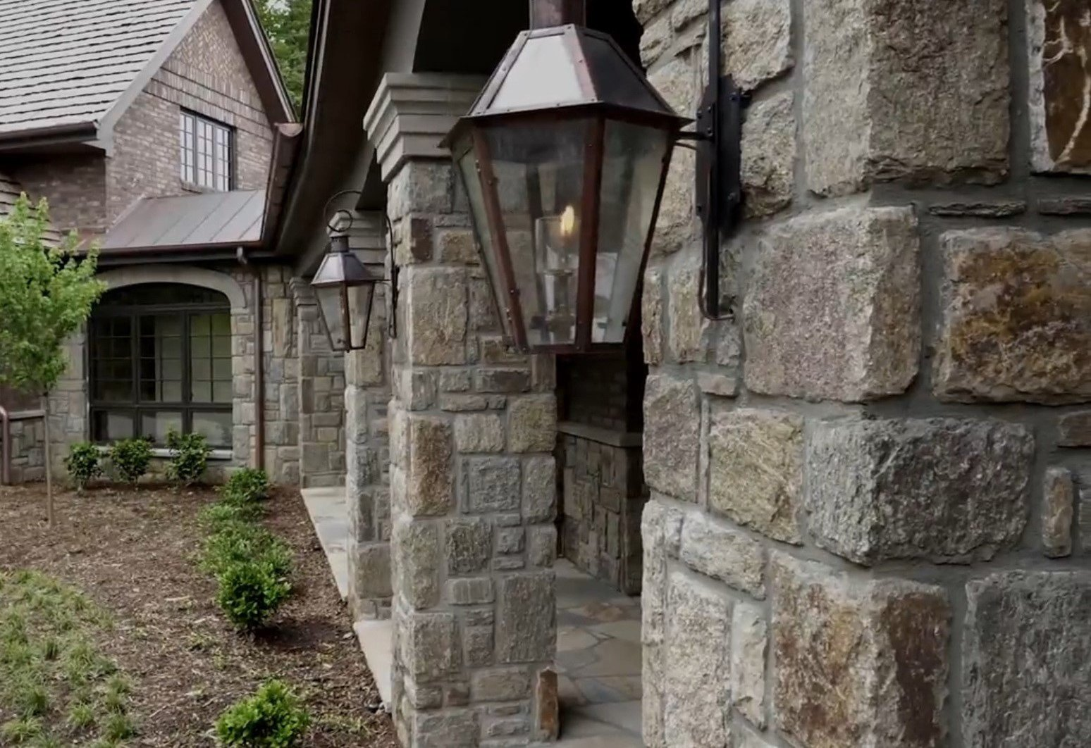 Reedley Castle Rock Style Granite Real Stone Veneer